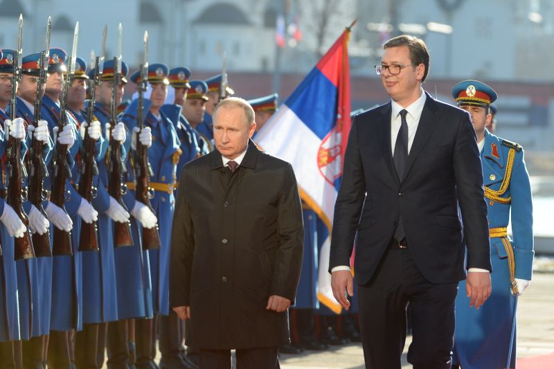 Putin officially welcomed in front of Palace of Serbia