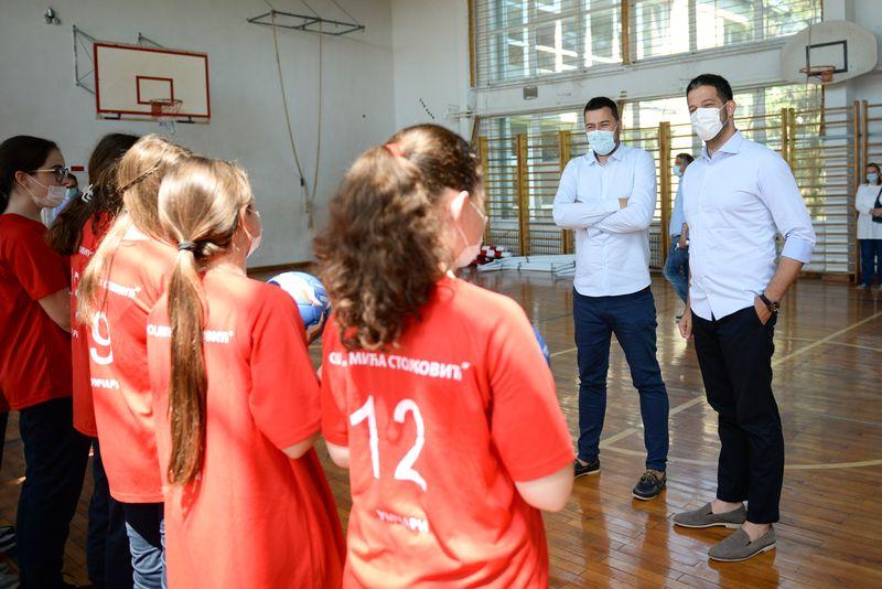 Nastavak opremanja školskih sala i terena širom Srbije