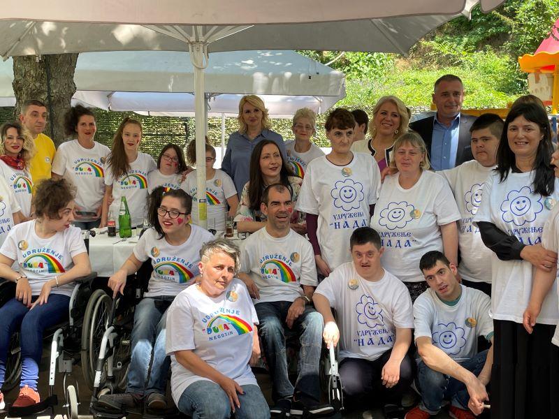 Puna podrška osobama sa invaliditetom i njihovim udruženjima